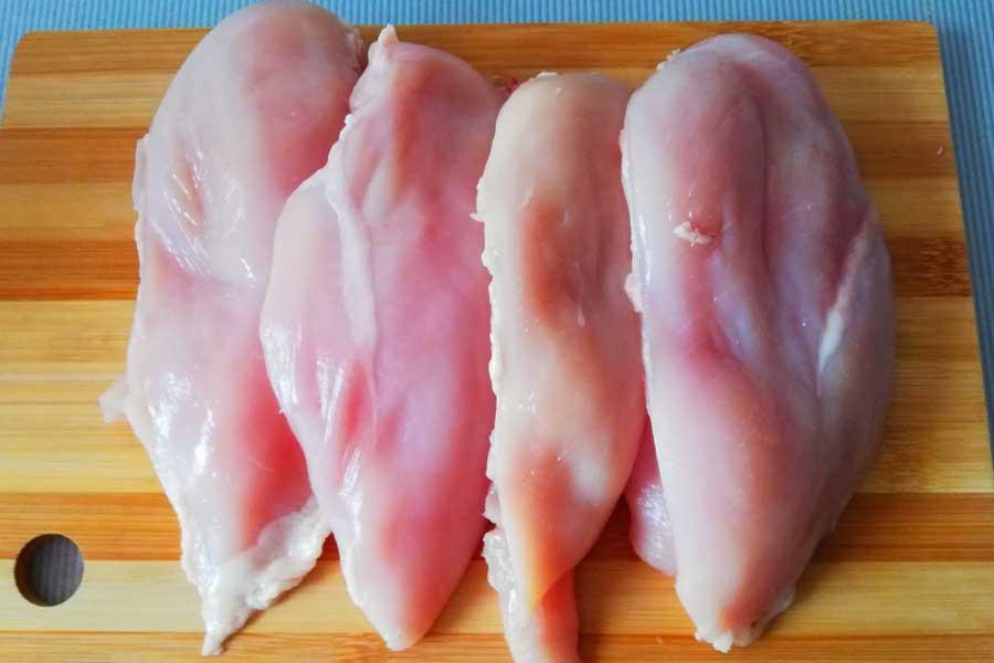 Для фарша лучше использовать куриные грудки