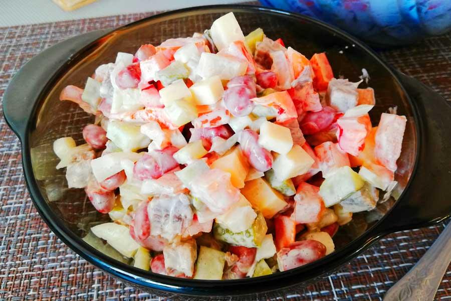 «Мексика» салат с мясом, сыром, фасолью и красным перцем