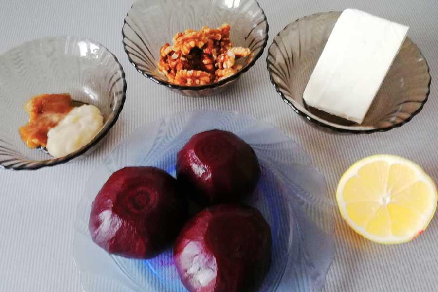 Для салата из свекли и сыра понадобятся