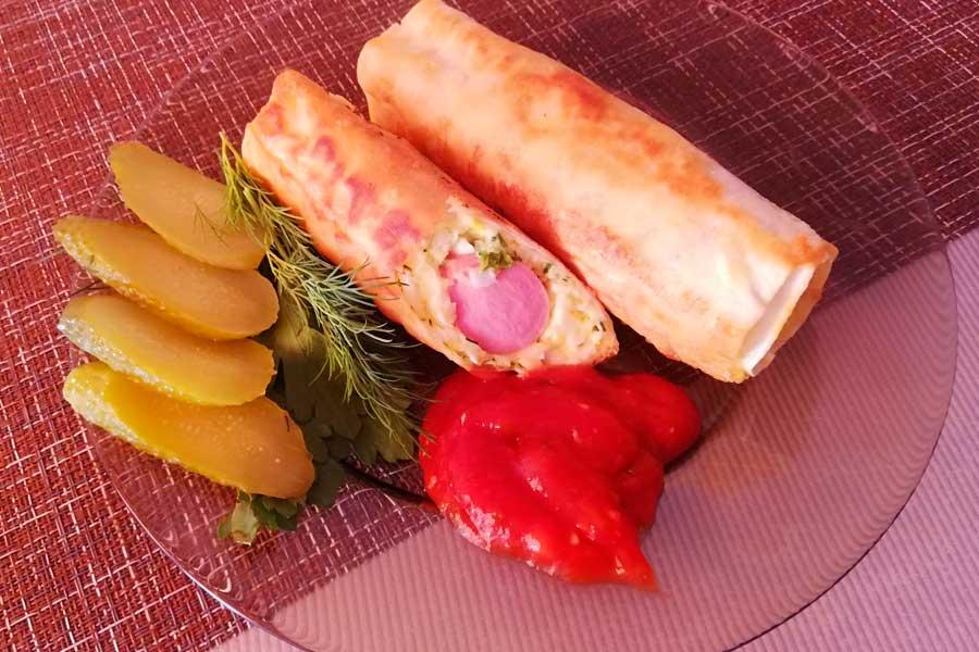 Сосиски в лаваше с сыром, зеленью и яйцом