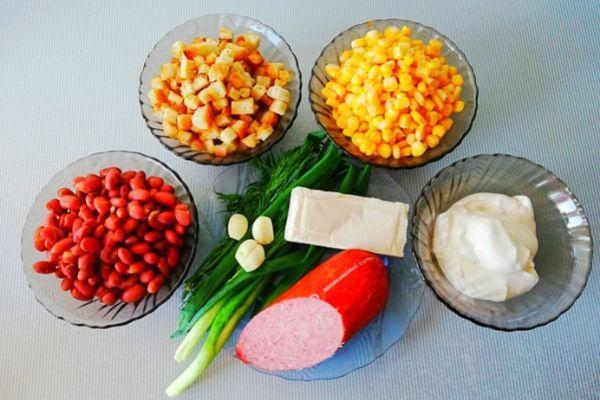 Ингредиенты для салата с фасолью и кукурузой
