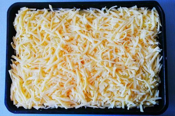 Следующий слой, это тертый сыр