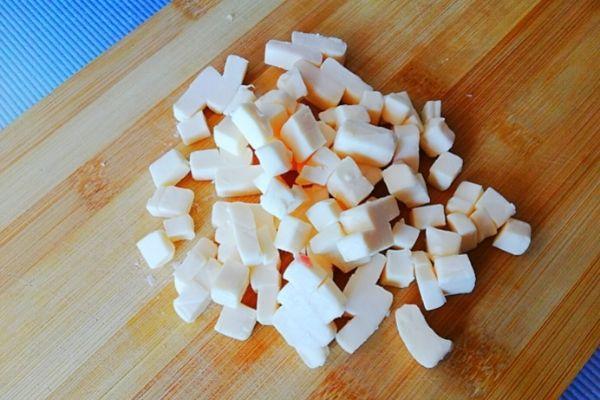 Режем плавленный сыр