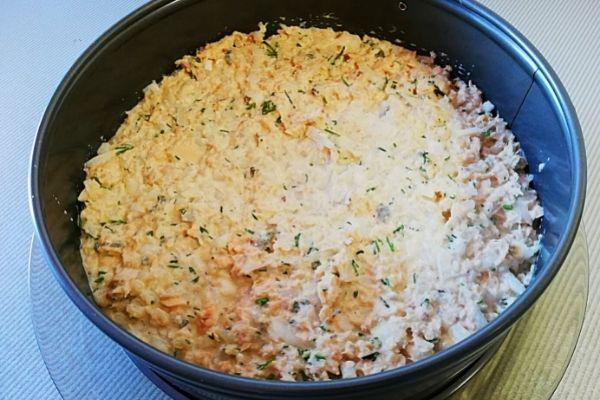 Салат мимоза слой второй. Рыбные консервы.