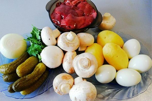 Ингредиенты для салата с куриной печенью.