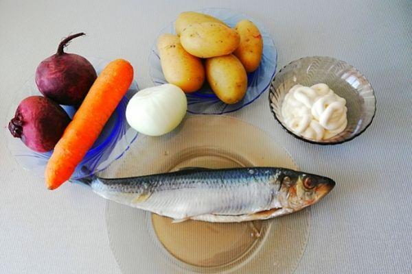 Ингредиенты для салата сельдь под шубой