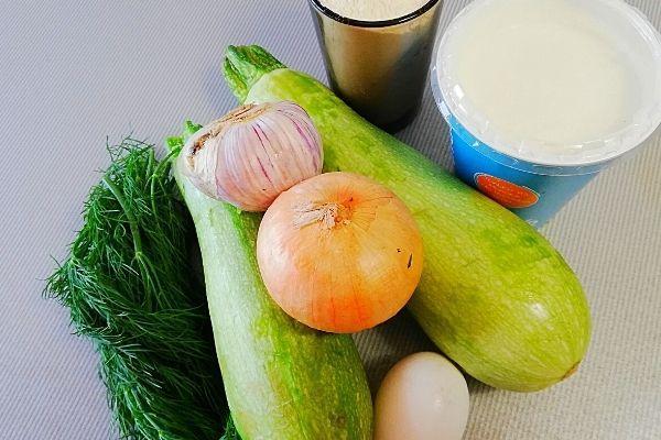 Ингредиенты для кабачковых оладьев.