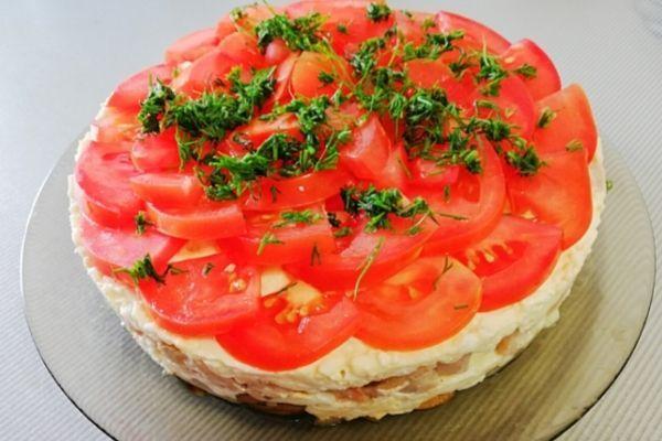 Рецепт салата «Любимый муж» С курицей, грибами и помидорами.