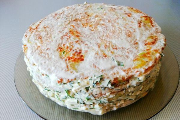 Готовый торт из кабачков убираем в холодильник.