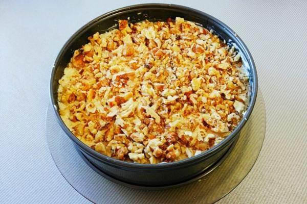 «Мужской каприз» салат с курицей, орехами и сыром