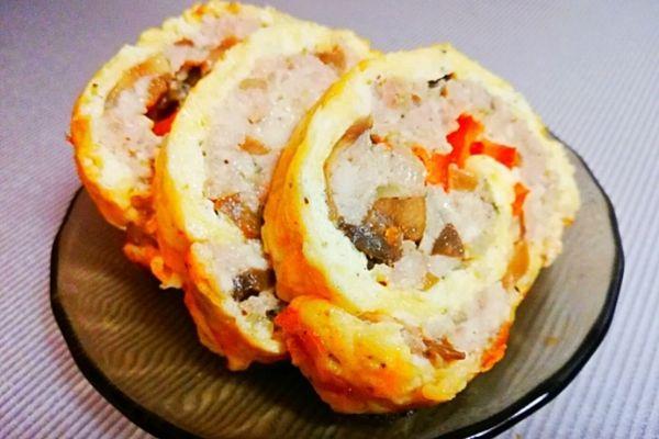 Сырный рулет с курицей, грибами и болгарским перцем